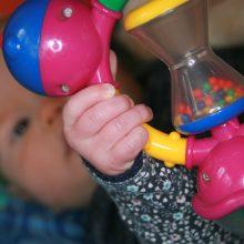 Lekker spelen in de box op de kinderdagopvang (KDV)