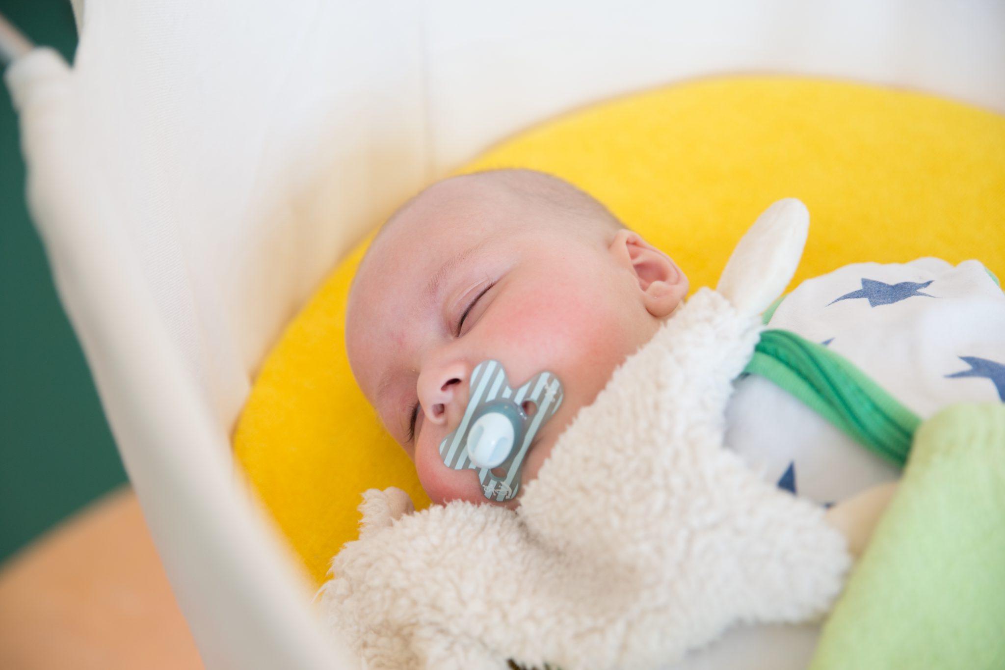 Slapende baby op KDV Villa Eigen-Wijs