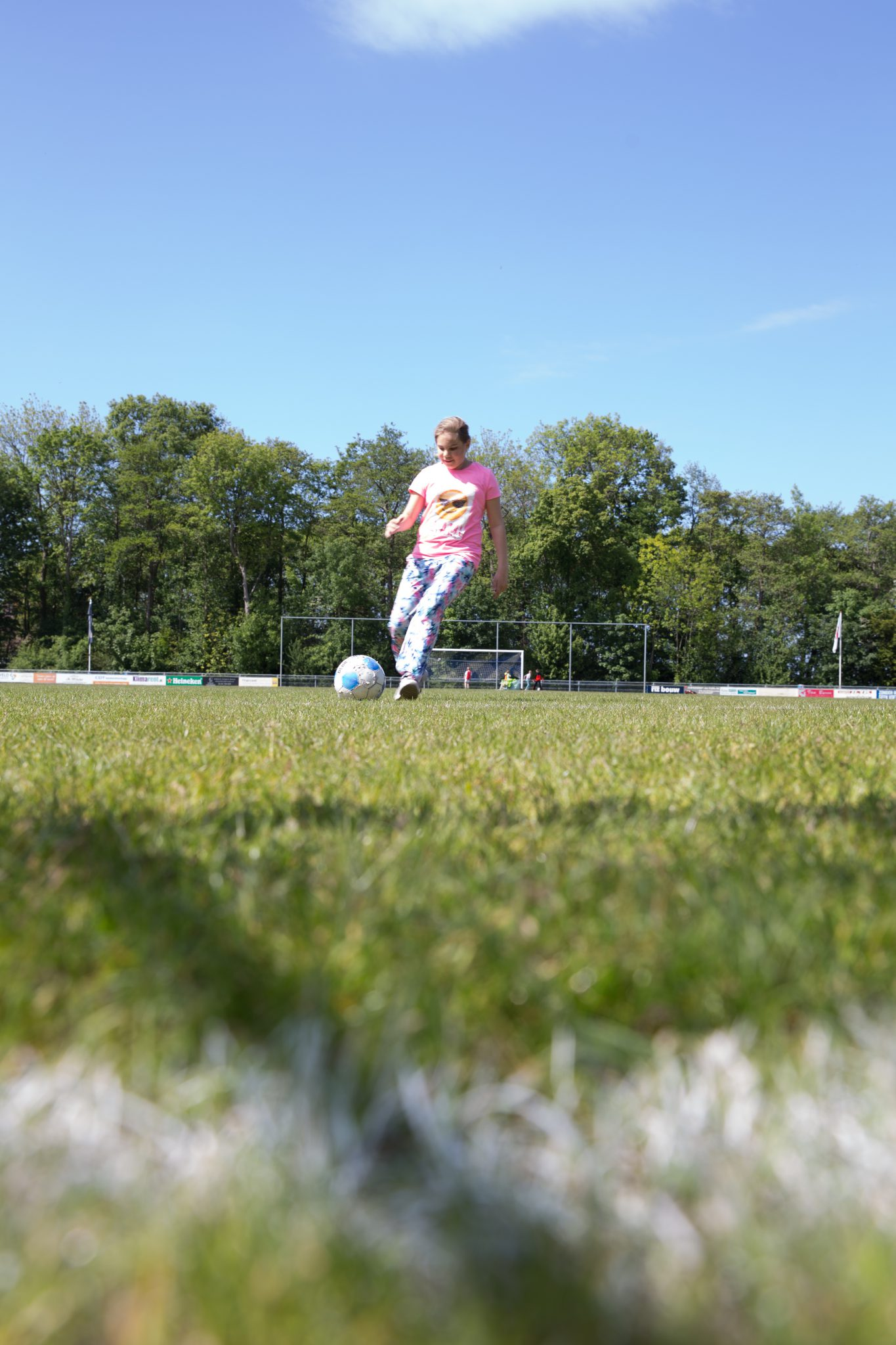 kind voetbalt