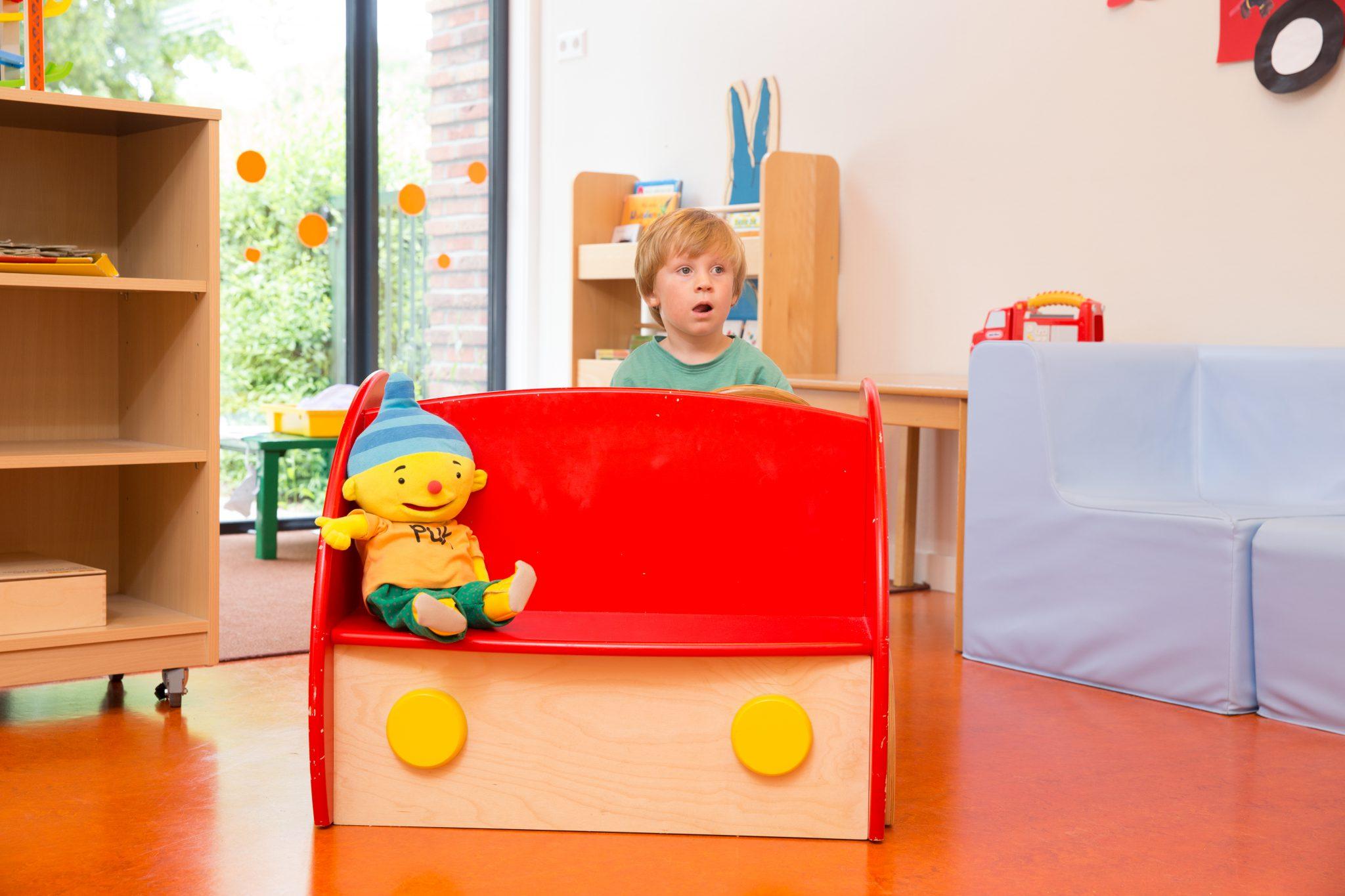 Kind in speeltoestel