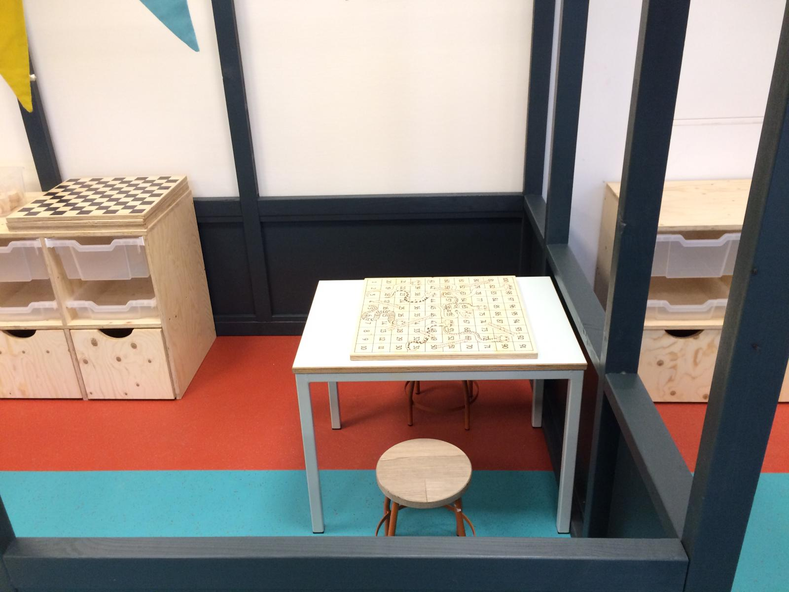 speelhal KDV Kakel-Bont tafel en stoel